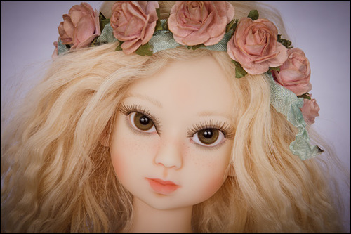 Удивительная Бердин Криди и её солнечные куклы-девочки