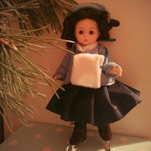 Фотографии куклы Маленькая женщина Бет на коньках от Мадам Александр / Madame Alexander