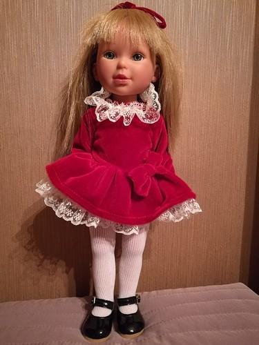Фотографии куклы Паулина в бордовом платье