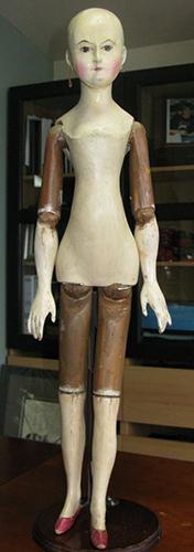 Деревянная кукла с усовершенствованным шарнирным механизмом.  Германия, начало XIX в.