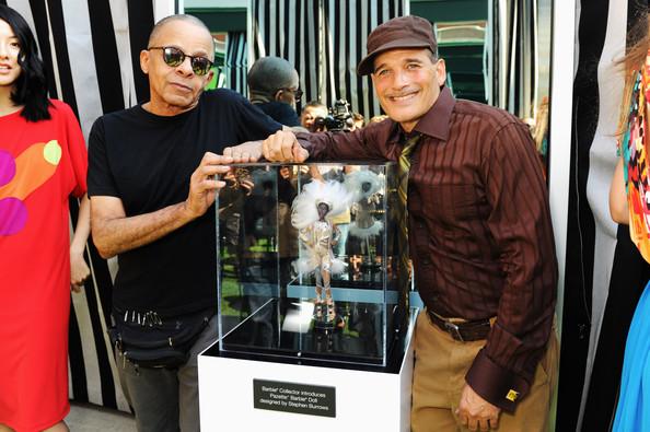 Стивен Берроуз (слева) и Филипп Блох у стенда куклы на ННМ.