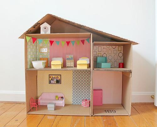 Двухэтажный дом из коробок