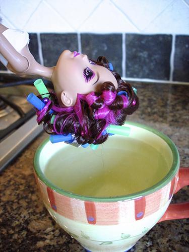 Опустить волосы в кипяток