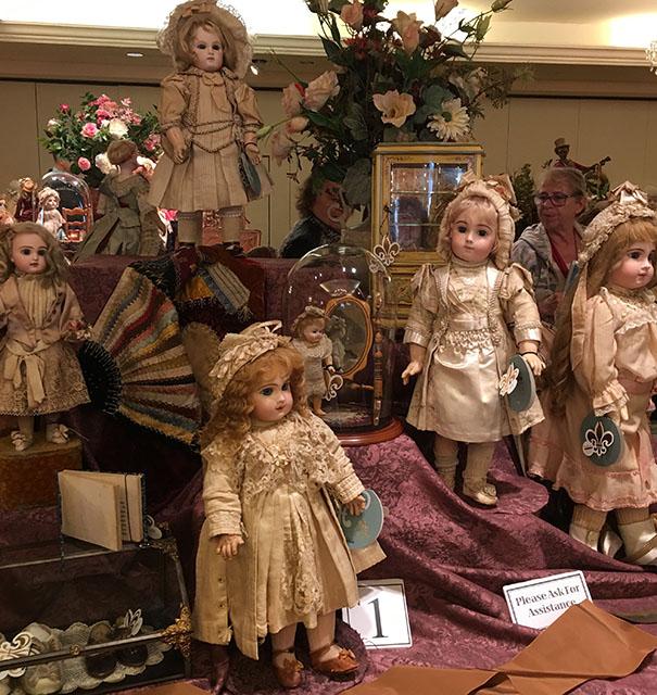 Антикварные куклы на аукционе Theriault