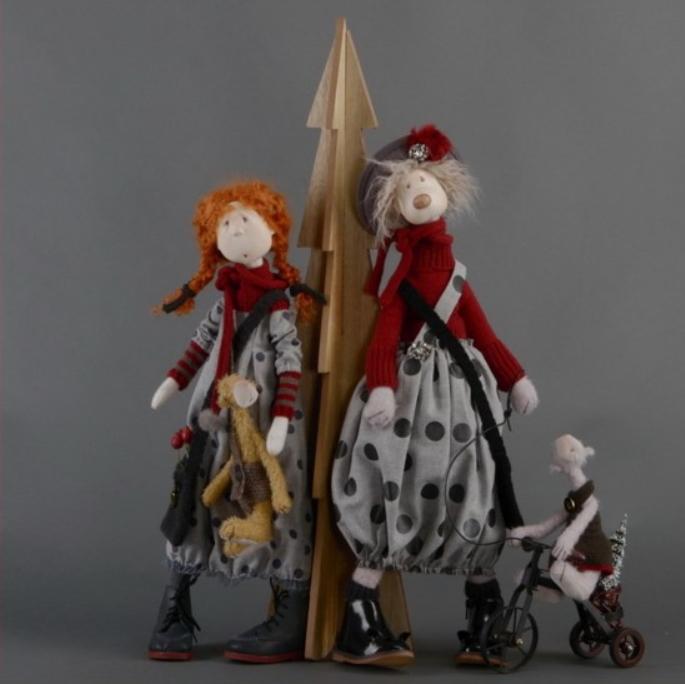 Слева кукла Цвергназе Майла, справа медведь Эбба (единственный экземпляр)