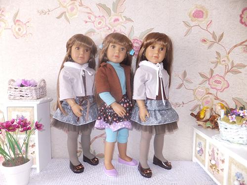 По краям куклы Паулетты, в середине кукла Джоди Kidz'N'Cats