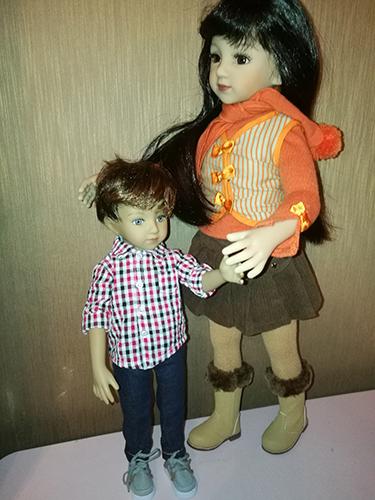 Слева кукла Чад, справа кукла Мару