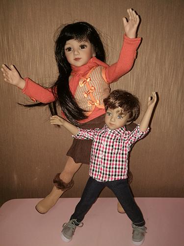 Спереди кукла Чад, сзади кукла Мару