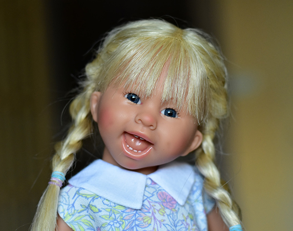 Кукла Schildkrot Lea Muller-Wichtel (Шильдкрет Лея Мюллер-Вихтель в голубой куртке)