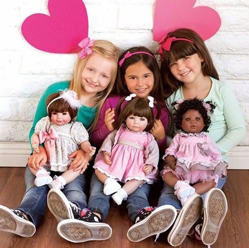 Девочки с куклами Адора Toddlers