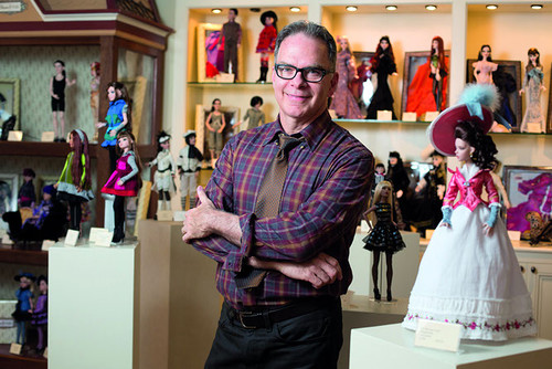 Роберт Тоннер со своими куклами